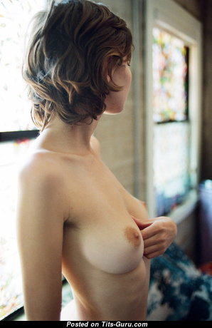 Adorable Babe with Adorable Bare Real Tittys (Sexual Picture)