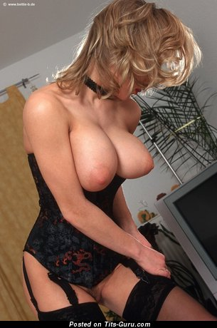 Daisy Van Heyden - naked hot female with big natural tittys picture
