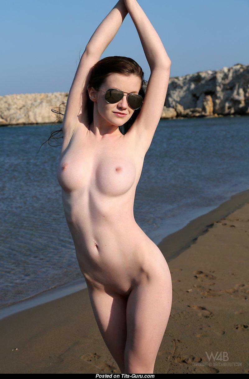 emily bloom - naked wonderful girl with medium natural boobies photo