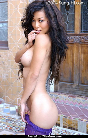 Sung Hi Lee - naked asian brunette with medium natural tittes pic