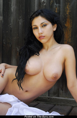 Melinna - Amazing Glamour Babe with Amazing Bare Natural Titties (Porn Foto)