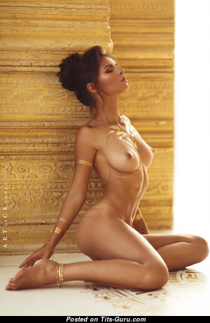 Pleasing Naked Babe (Hd Sexual Foto)