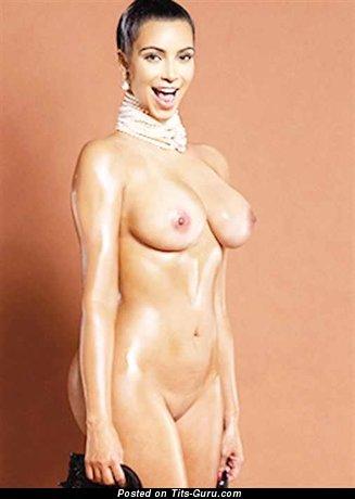 Изображение. Kim Kardashian - фото красивой раздетой брюнетки с среднего размера сисечками