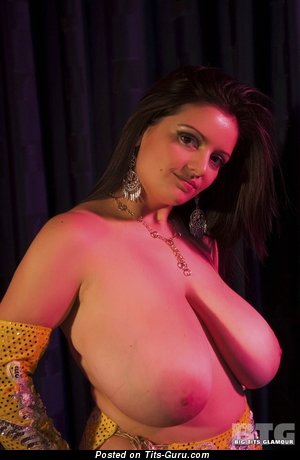 Изображение. Изображение офигенной голой девушки с гигантской натуральной грудью