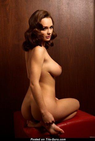 Wonderful Glamour Naked Brunette (Hd Xxx Pix)