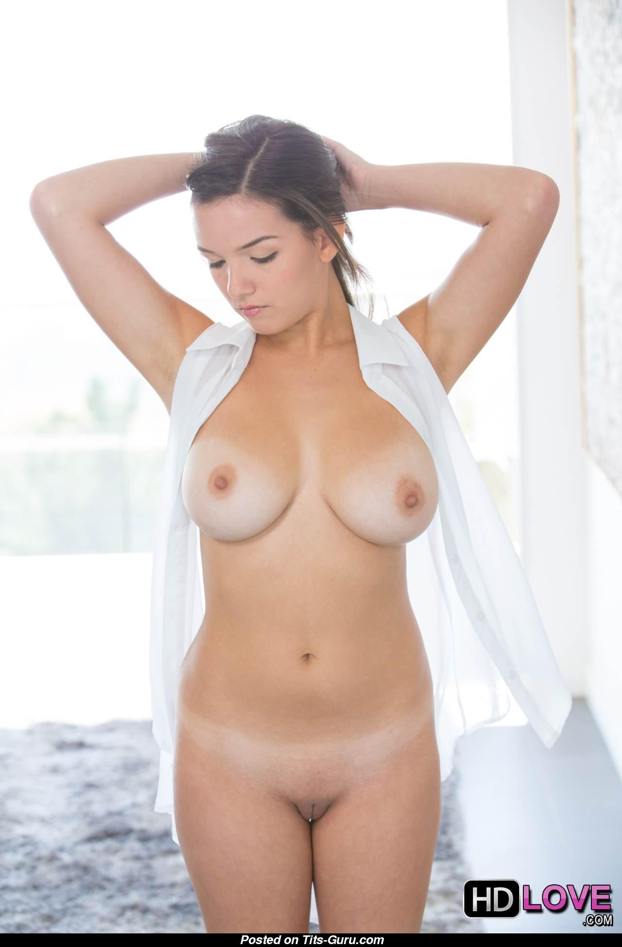 Shae Summers Nude  F F C B Ef B F  Pic Gifs Of Hot Naked Boobs