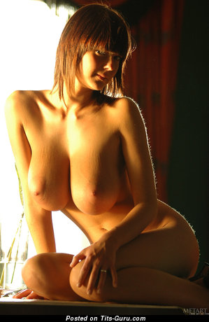 Lucy C Gabrielle - naked awesome woman with medium boob picture