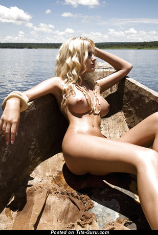 Pretty Unclothed Blonde Babe (Sexual Picture)