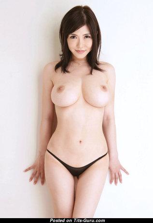 Очаровательная раздетая азиатская красотка (hd порно фото)