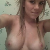 Naked nice lady with medium natural tittes pic