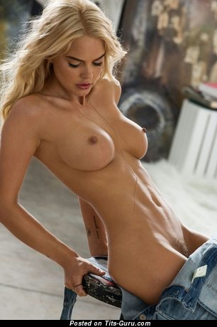 Rachel Harris - sexy topless blonde with medium boobs and big nipples picture