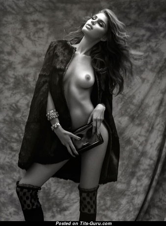 Fascinating Naked Babe (Xxx Pic)