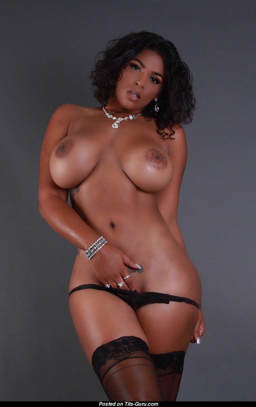 Ebony tits nude