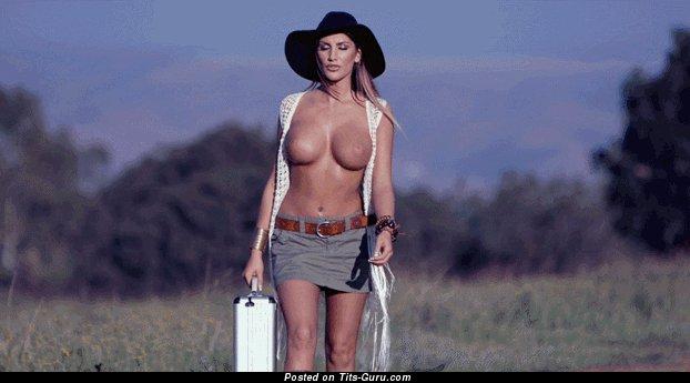 Изображение. Gif-анимация восхитительной обнажённой женщины с большими силиконовыми сисечками
