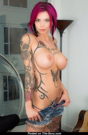 Anna Bell Peaks - Appealing American Babe & Pornstar with Appealing Bald Medium Titty, Piercing & Tattoo (Xxx Picture)