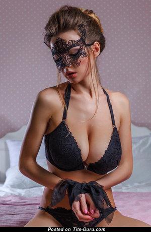 Elegant Babe with Elegant Nude Real Medium Sized Tittes (Porn Photoshoot)