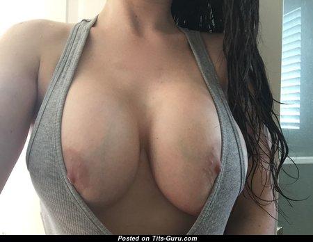 Обалденная неодетая брюнетка (домашнее селфи hd порно изображение)