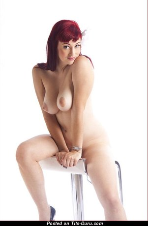 Изображение. Фотография обалденной обнажённой рыжей с натуральными дойками