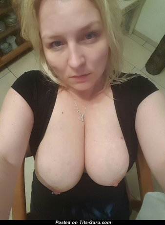 Sandra Balawni - Superb Blonde Housewife & Mom with Superb Nude Natural Mid Size Boobs & Enormous Nipples (Amateur Selfie Hd Porn Pic)