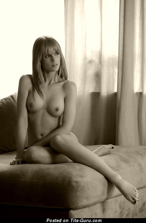 Cute Naked Blonde (Sex Pic)