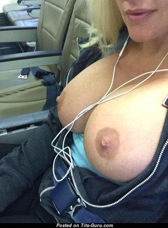 Adorable Topless Blonde Teacher (Leaked 18+ Foto)