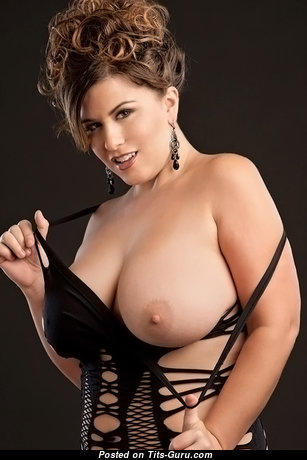The Nicest Babe with The Nicest Defenseless Natural Very Big Titties (18+ Pix)
