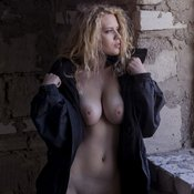 Blonde with big natural tittys pic