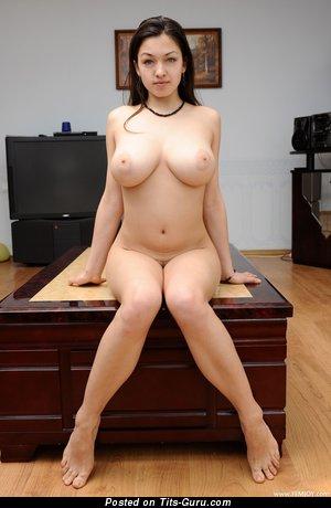 Изображение. Sofi A - картинка горячей раздетой женщины с большими натуральными сиськами