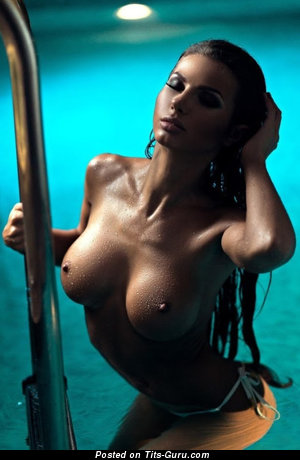 Image. Naked amazing woman with medium tittes picture