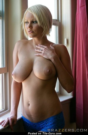 Pretty Woman with Pretty Naked Natural Big Boobie (18+ Image)