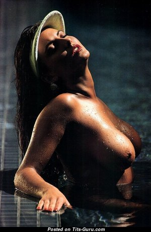 Graceful Nude Babe with Pointy Nipples (Hd Xxx Photo)