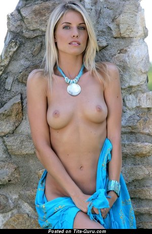 Image. Naked amazing girl with medium tittys picture