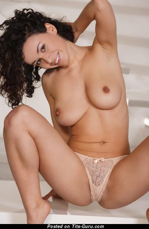 Image. Pammie Lee - naked brunette with medium natural tittes picture