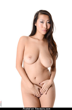 Sharon Lee - sexy naked asian brunette with medium natural boobs picture