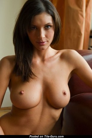Good-Looking Naked Babe (Sex Pic)