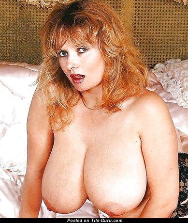 Изображение. Картинка шикарной обнажённой чувихи с большой натуральной грудью