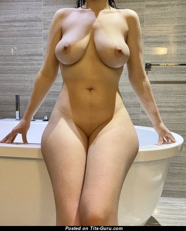 Awesome Babe with Awesome Nude Natural Soft Boobys (Porn Picture)