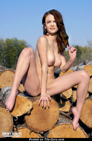 Image. Nadin - amateur nude beautiful lady with natural tittys photo