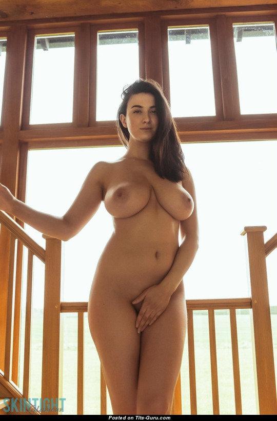 фото голых женщин с осиной талией