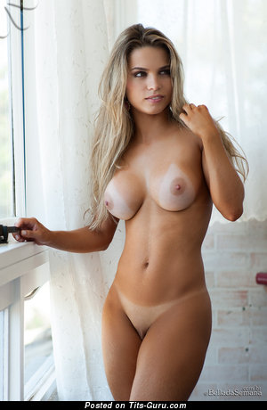Amanda Sagaz - nude awesome girl with medium tittes picture