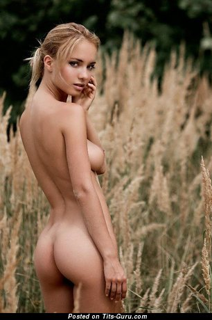 Naked beautiful girl with natural tittes pic