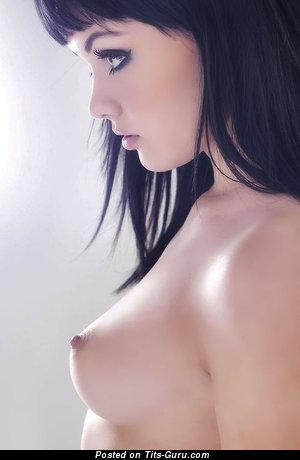 Melissa Clarke - nude brunette photo