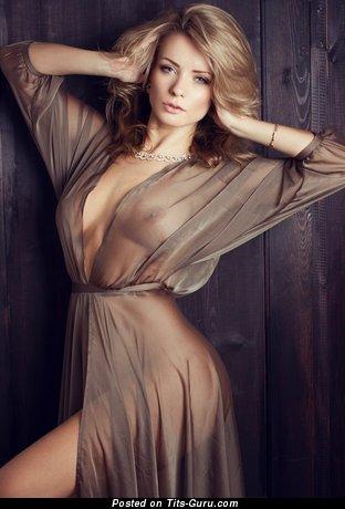 Изображение. Изображение красивой обнажённой девахи с натуральными сиськами