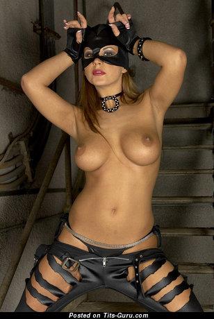 Exquisite Gal with Exquisite Open Med Boob (18+ Foto)