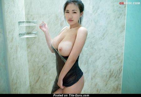 Lian Xin - nude asian with medium natural boobies image