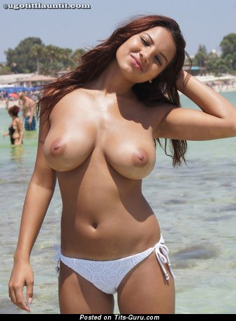 Perfect Topless Red Hair Babe with Perfect Bare Real D Size Boobie in Bikini on the Beach (Hd Porn Photo)