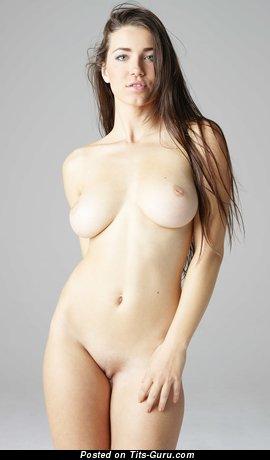 Image. Yara - hot female picture