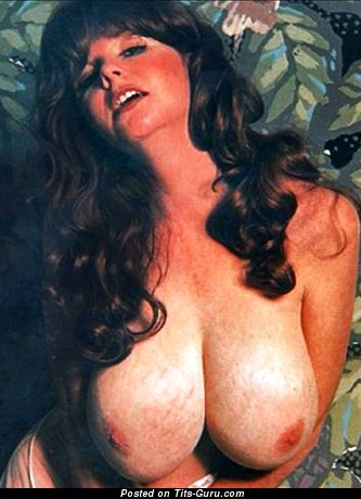 Gerri Reeves - Magnificent Girl with Magnificent Bare Mega Boobie (18+ Photo)