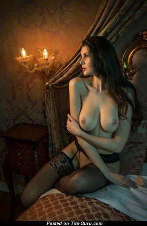 Изображение. Фотка восхитительной раздетой леди с большими натуральными дойками