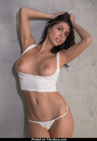 Graceful Undressed Brunette Babe (Xxx Picture)